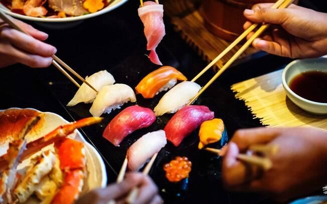 É possível comer um autêntico sushi na Alemanha; essa experiência de turismo gastronômico acontece em Düsseldorf