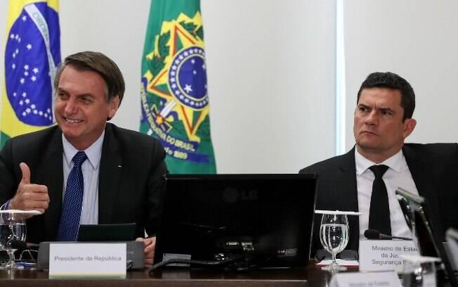 O presidente Jair Bolsonaro (PSL) ao lado do ministro da Justiça e Segurança Pública, Sérgio Moro