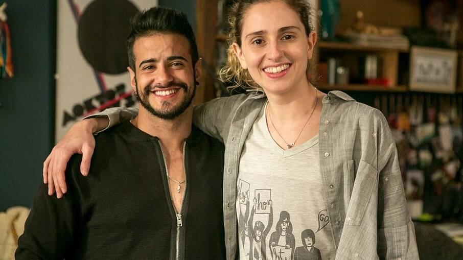 Tarso Brant e Carol Duarte, atriz que interpreta Ivan na novela