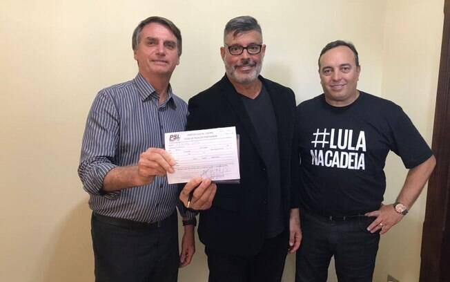 Também nesta quarta-feira, Alexandre Frota se filiou ao PSL (Partido Social Liberal), mesma legenda de Bolsonaro