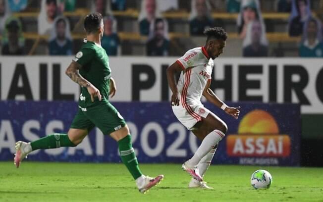 Mesmo com um jogador a mais, Inter não venceu a defesa do Goiás.