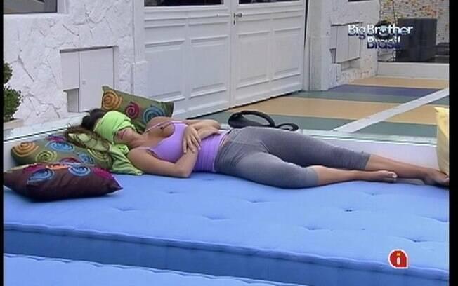 Gaúcha troca a cama do Quarto do Líder pelo futon