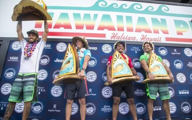 Pódio do Hawaiian Pro 2017: Filipe Toledo, Griffin Colapinto, Wiggolly Dantas e Michel Bourez
