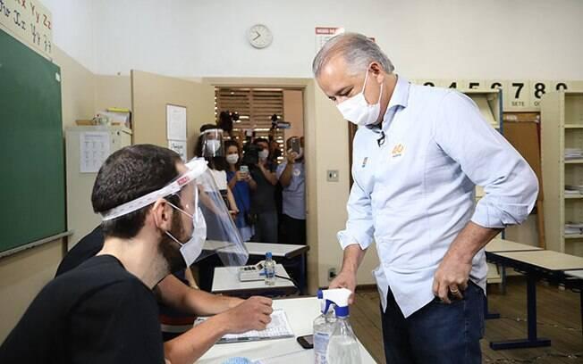 Márcio França, candidato à Prefeitura de São Paulo pelo PSB, votou em colégio no Itaim Bibi