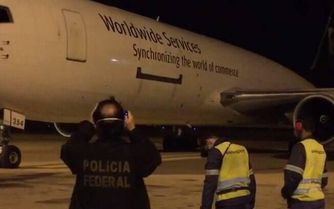 Avião com 629 mil doses de vacina da Pfizer chega em Viracopos