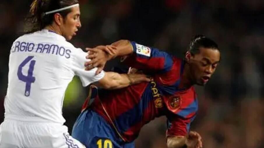 Sergio Ramos e Ronaldinho se enfrentam em alguns 'El Clásicos'