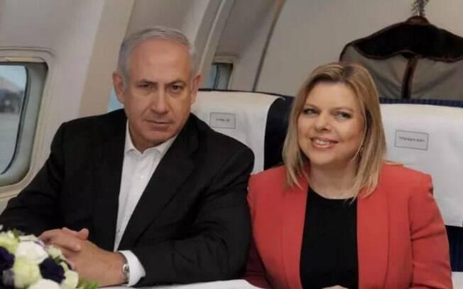 Sara, mulher de Benjamin Netanyahu, foi indiciada por gastar dinheiro público em comida gourmet