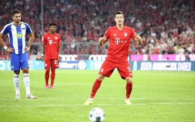 Lewandowski balançou as redes duas vezes no empate por 2 a 2 entre Bayern e Hertha