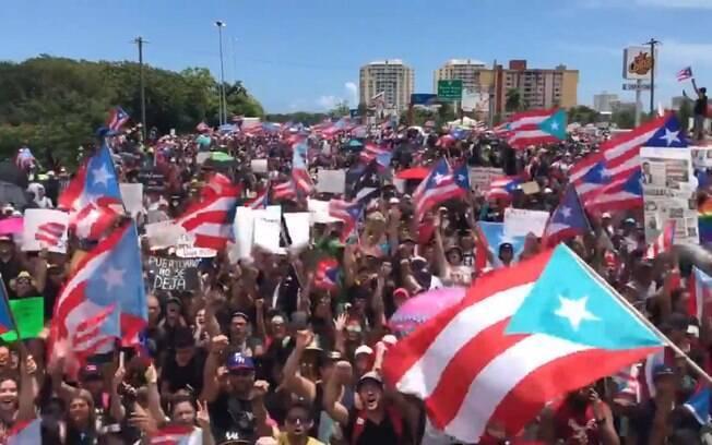 Centenas de milhares de manifestantes foram às ruas protestar contra o governador