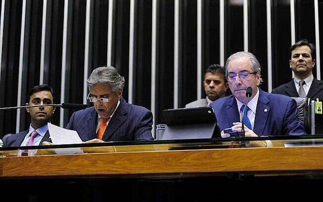 1º secretário da Mesa Diretora, deputado Beto Mansur (PRB-SP) lê o pedido de impeachment protocolado na Casa contra a presidente Dilma Rousseff