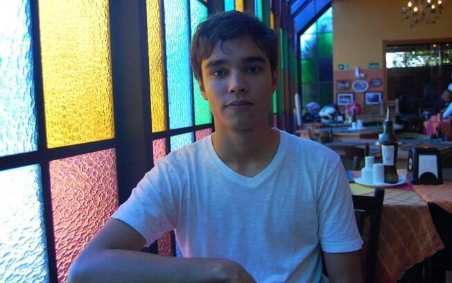 Renan Pereira foi buscar orientação com um professor de Educação Física, que se mostrou homofóbico e condenou, equivocadamente, a orientação sexual dele
