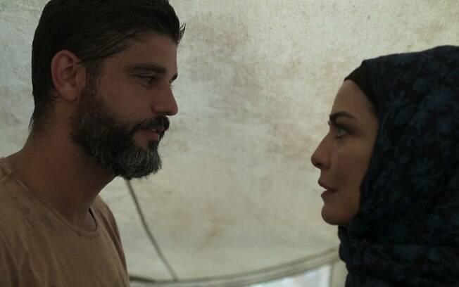 Hussein (Bruno Cabrerizo) e Soraia (Letícia Sabatella) tentam vivem um amor proibido