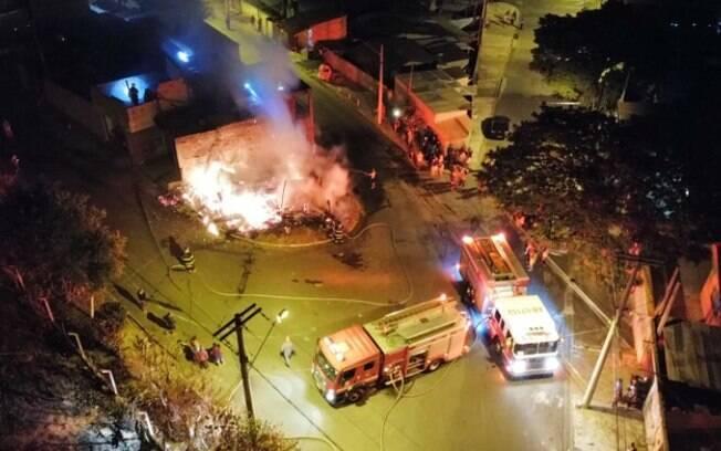 Incêndio destrói duas casas no Jardim Itatiaia, em Campinas