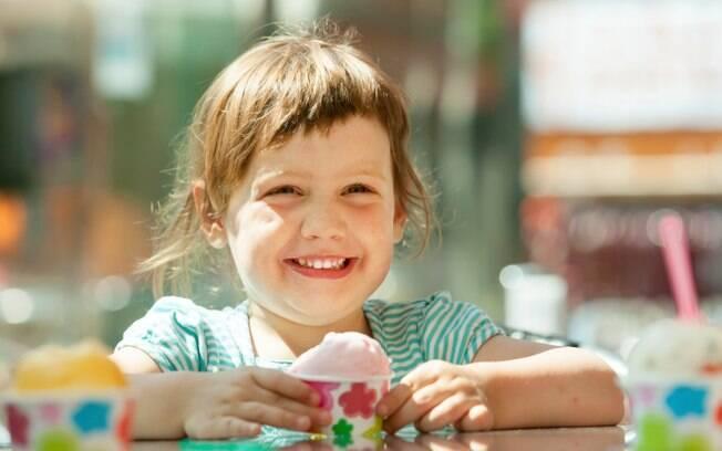 O preparo de um sorvete não é tarefa das mais difíceis, e pode ser uma atividade bem divertida para um fim de semana com as crianças
