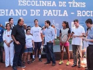 Ao lado de Teliana Pereira, melhor tenista brasileira, Fabiano inaugurou escolinha