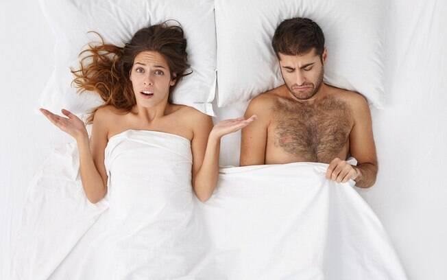 mulher decepcionada na cama