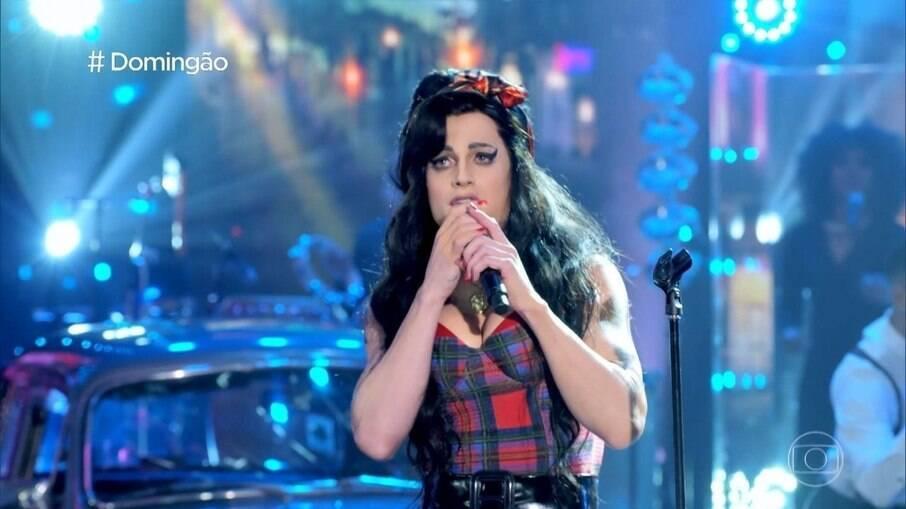 Fiuk caracterizado de Amy Winehouse