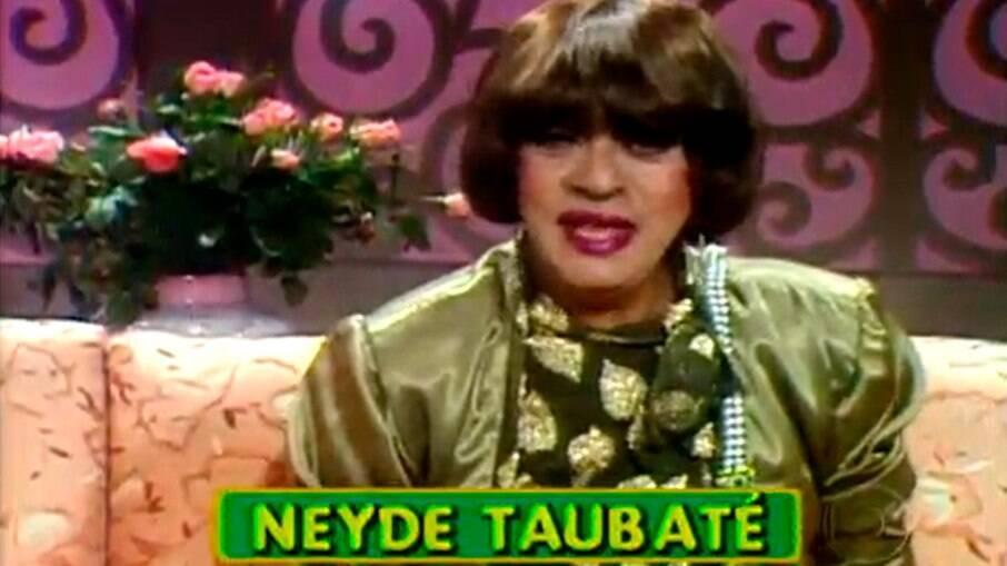 Chico Anysio como Neyde Taubaté, em homenagem a Hebe Camargo