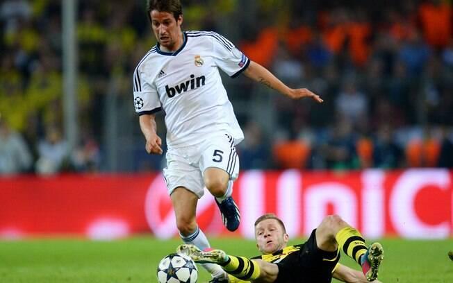 Coentrão escapa do carrinho de Kuba e conduz  ataque do Real Madrid
