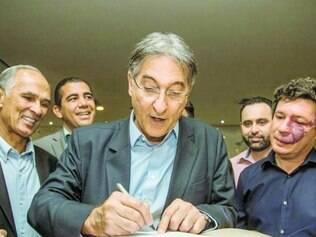 Registro. Fernando Pimentel entregou, ontem, à Justiça Eleitoral de Minas o seu pedido de registro