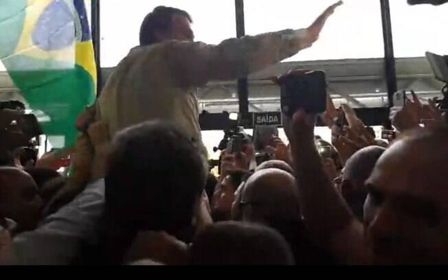 Jair Bolsonaro foi recebido com festa e gritos de