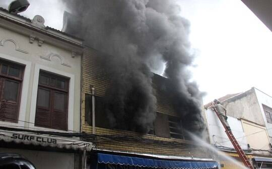 8674f7bfa Incêndio atinge loja de calçados no Centro do Rio de Janeiro - Brasil - iG