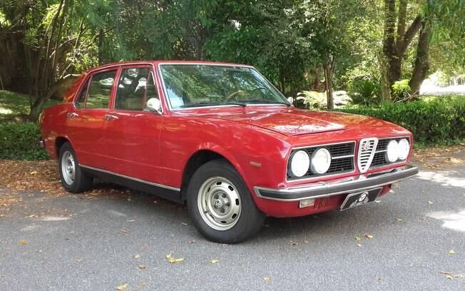 Raro exemplar do sedã Alfa Romeo 2300 foi abandonado nas ruas de Moema, em São Paulo, mas acabou sendo restaurado