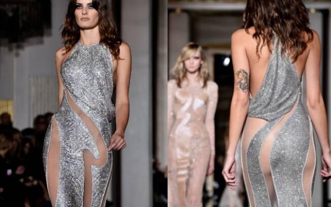 Isabelli Fontana com vestido ousado na alta-costura da Versace