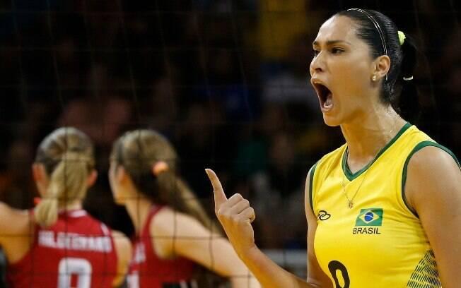 Jaqueline em ação pela seleção brasileira