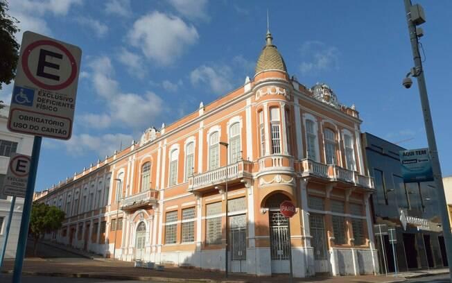 Amparo tem uma arquitetura marcada por estilos do século XIX e também cresceu explorando os usos medicinais da água
