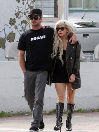 Lady Gaga em um dos raros momentos de aparição com Taylor Kinney