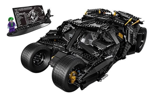 O enorme Tumbler do filme Batman tem 1.869 e custa mais de US$ 300. Ainda assim, é um belo kit que deveria estar na casa de qualquer fã do homem-morcego.
