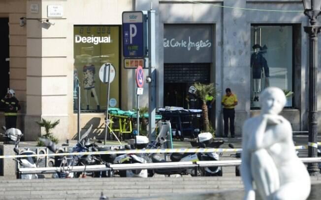 Van atropela multidão em Barcelona e deixa vários feridos