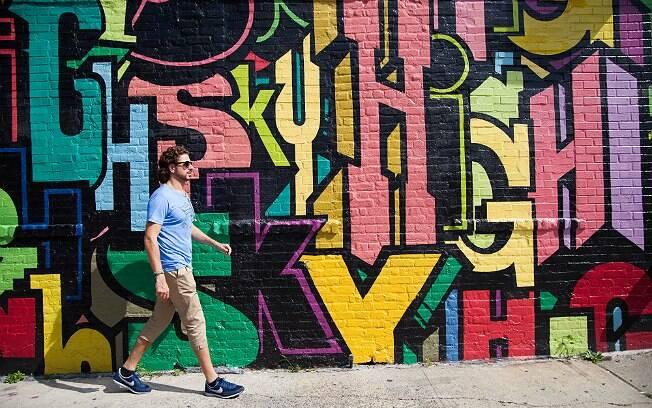 Lourenço Bustani em sua caminhada, sempre aos finais de semana, por Williamsburgh, em Nova York