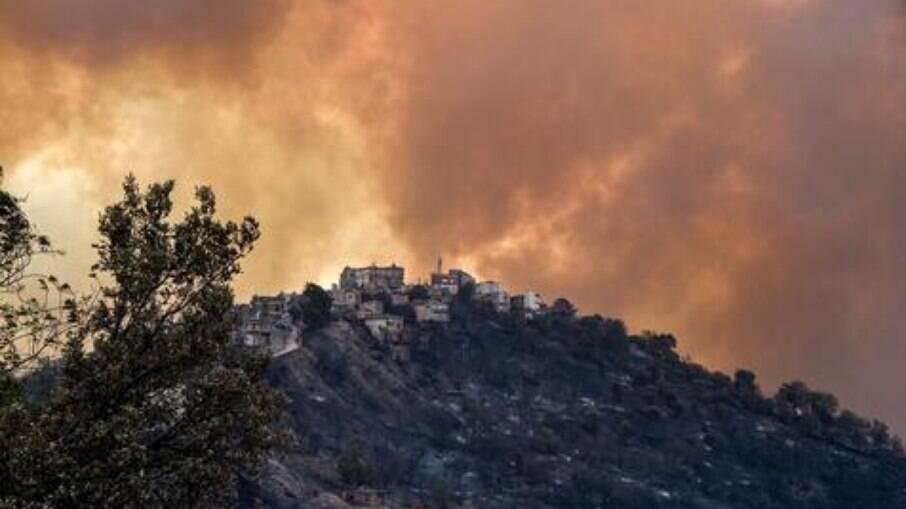 Incêndios na Argélia estão devastando a área norte do país, especialmente, em Tizi Ouzou