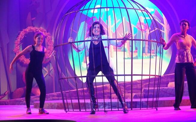Totia Meirelles ensaiando para o musical 'Uma Luz Cor de Luar'