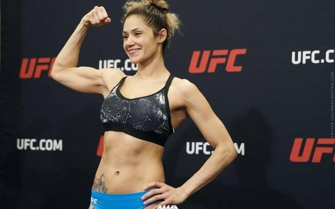 Pearl Gonzalez chegou a passar pela pesagem do UFC 210, mas silicone a tirou do card