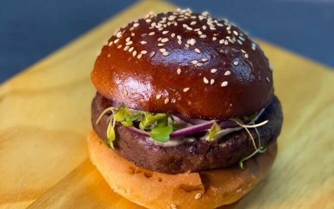 O hambúrguer vegano é fácil de fazer e fica super saboroso