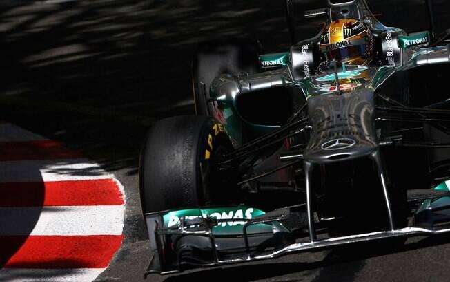 Hamilton, companheiro de Rosberg na Mercedes,  foi o quinto mais rápido no primeiro treino