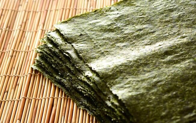 Alga nori é uma das algas marinhas bem conhecidas e versáteis na culinária