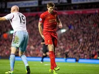 Gerrard está fora de combate após grave lesão em goleada sobre o West Ham