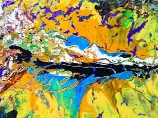Expressionista. Artista se notabiliza por seu traços fortes e sua capacidade de transformar painéis brancos em explosões de vida