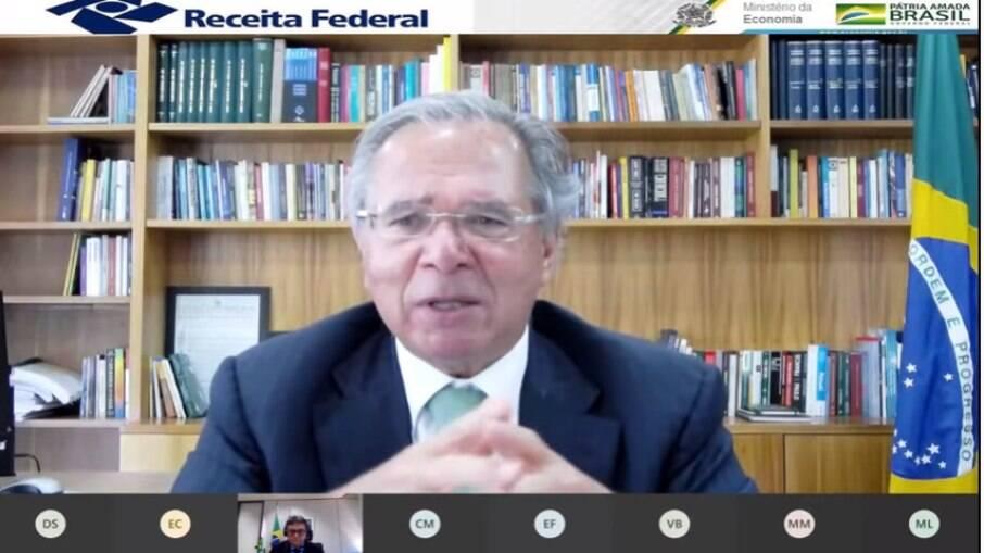 Paulo Guedes detalha arrecadação federal