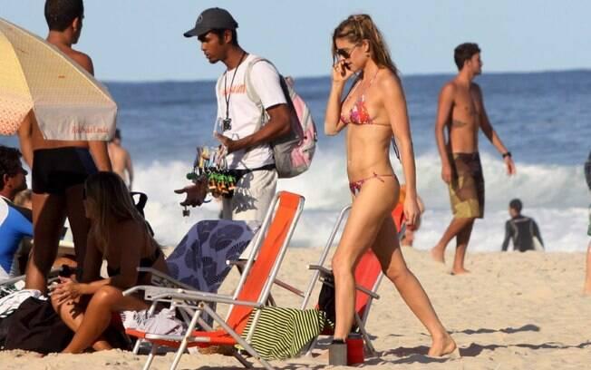Fernanda Lima exibe o corpo em forma
