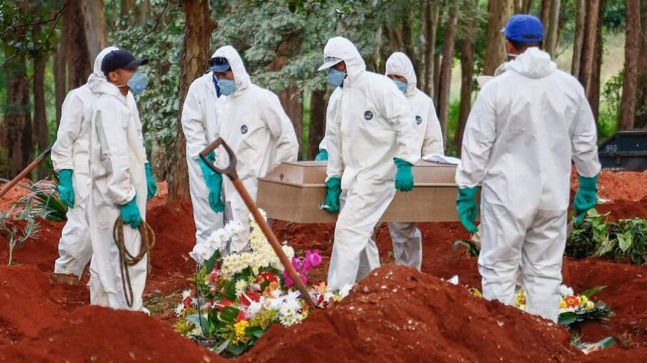 Brasil ultrapassa as 400 mil mortes em decorrência da Covid-19