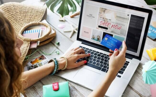 Antes de comprar roupas online, é importante prestar atenção em fatores, como detalhes do produto, pagamento e entrega