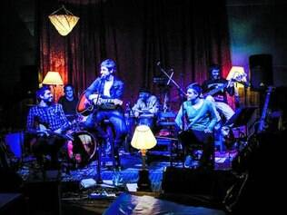 Uruguai. De fora, banda Crysler mostra mistura de funk e rock n' roll alternando violões, guitarras e samplers