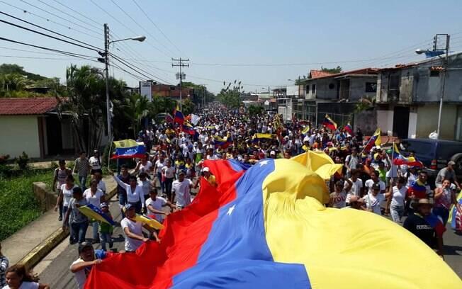 Manifestações da última terça-feira terminaram em confrontos nas ruas de Caracas