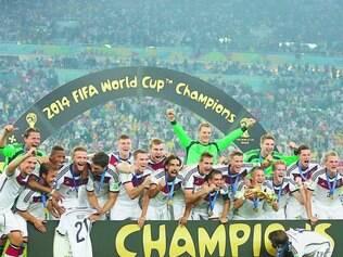 Glória. Dos 23 jogadores do grupo campeão, apenas o veterano Klose não fez parte do processo de reestruturação do futebol do país