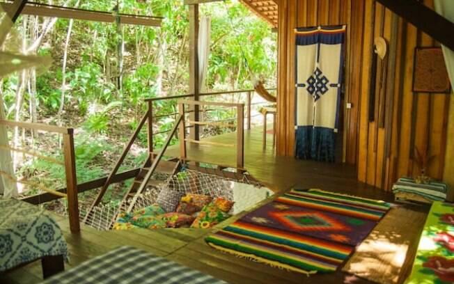 As acomodações estão disponíveis no Airbnb, para encontrar esta  opção procure por